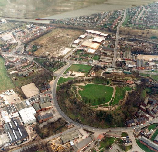 Aerial photograph looking south [Click here to open image in popup]