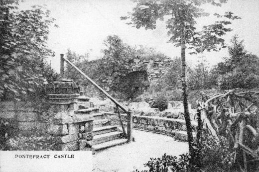 Looking north towards the kitchens with the end of the terrace on the left. The Victorian steps have now been replaced by a grass slope. The ornate stone by the top of the steps is probably the top of a tudor chimney stack which may or may not have come from the castle. [This stone is now in the museums' collections] [Click here to open image in popup]