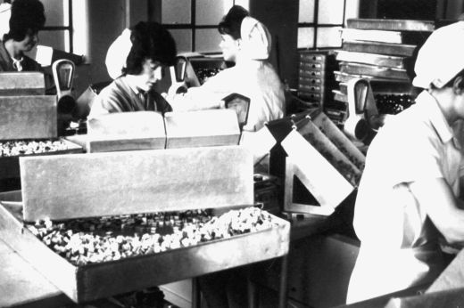 Production line packing liquorice allsorts at Wilkinson liquorice works, Pontefract. [Click here to open image in popup]