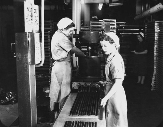 Machine cutting lengths of liquorice at Wilkinson liquorice works, Pontefract. [Click here to open image in popup]