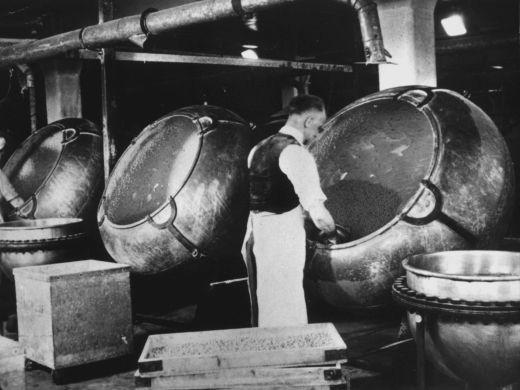Sweet mixers at Wilkinson liquorice works, Pontefract. [Click here to open image in popup]
