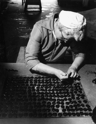 Stamping liquorice cakes at W. R. Wilkinson & Co Ltd liquorice works, Pontefract. [Click here to open image in popup]