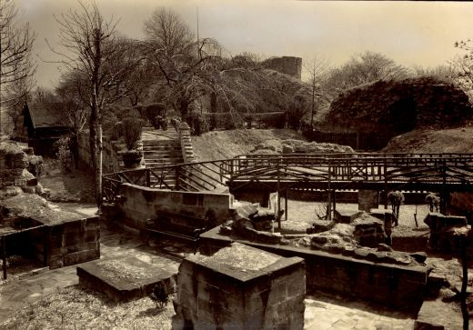 Castle kitchens looking towards the keep. The terrace is still laid out as a park, with hedges, steps and formal planting. This whole area was cleared to show more of the archaeology in 1984-1985 [Click here to open image in popup]
