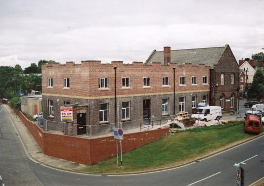Second floor extension to an existing building off Jubilee Way. This structure was added in 2007, with decorative crenalations like the Edward VII extension the Infirmary and Pontefract Castle Moat House on North Baileygate [Click here to open image in popup]